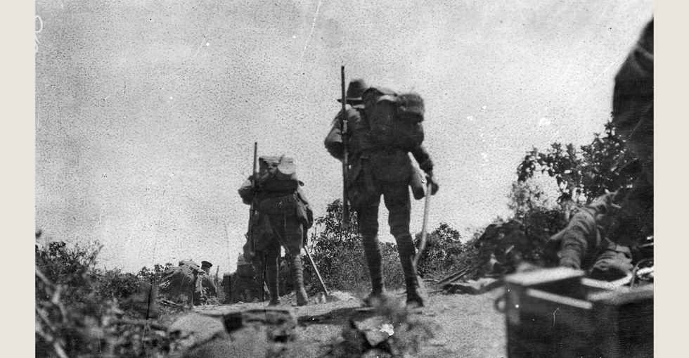Australian troops going into action across Plugge's Plateau after the landing on 25 April.