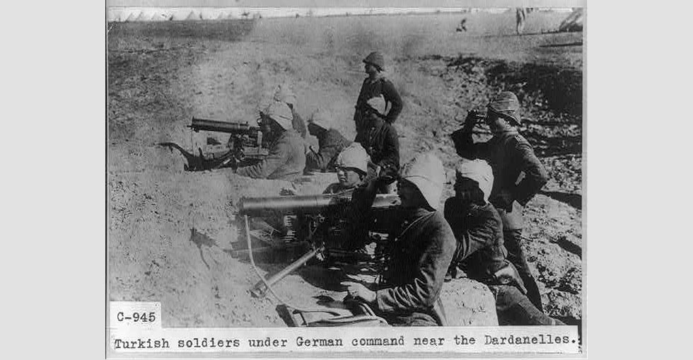 Turkish soldiers under German command near the Dardanelles
