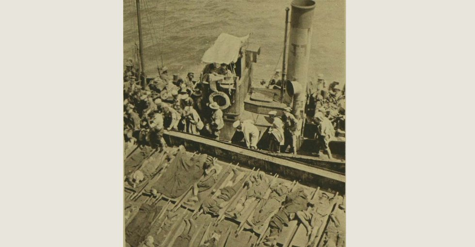 The arrival of wounded Australians and New Zealanders alongside a hospital ship